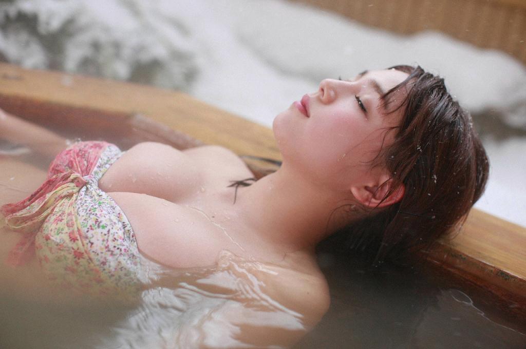 グラドル篠崎愛の過激エロ画像